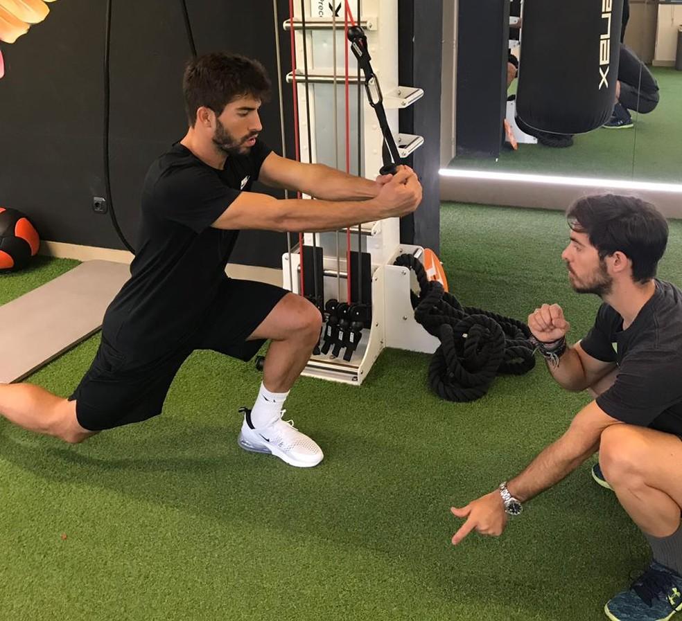 Lucas Silva em treino físico em Madri — Foto: Divulgação