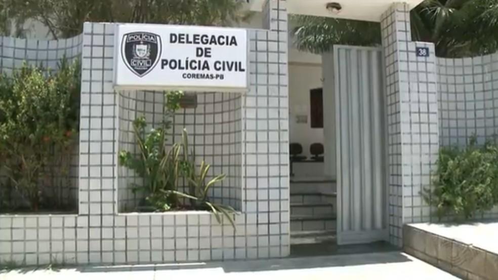 Jovem é detido suspeito de fazer festa e descumprir medidas de prevenção ao coronavírus, na PB — Foto: Delegacia de Coremas, no Sertão da Paraíba