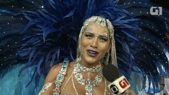 Com lente branca, Lívia Andrade diz que é preciso encarar personagem e não só 'ficar bonita'