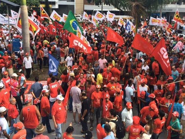 Manifestantes estão no Centro de Aracaju (Foto: Tassio Andrade/G1)