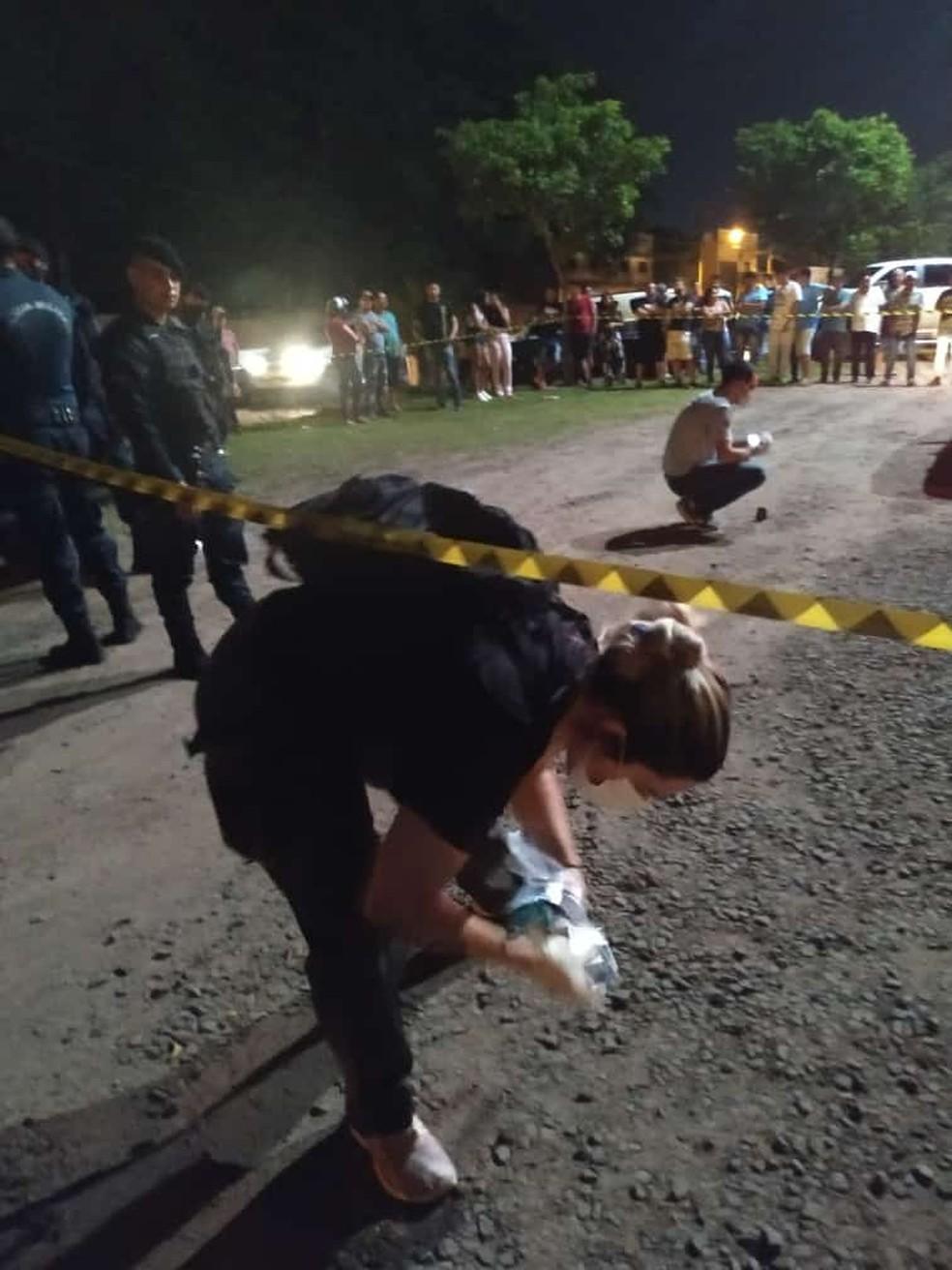 Peritos no local do crime. — Foto: Polícia Civil/Divulgação
