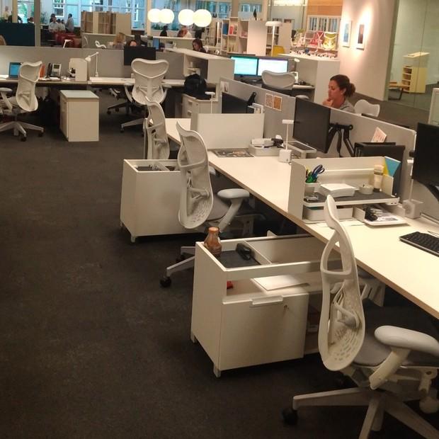 No escritório da Herman Miller, em Michigan, 45% das baias não têm dono. Qualquer um pode sentar (Foto: Época NEGÓCIOS)