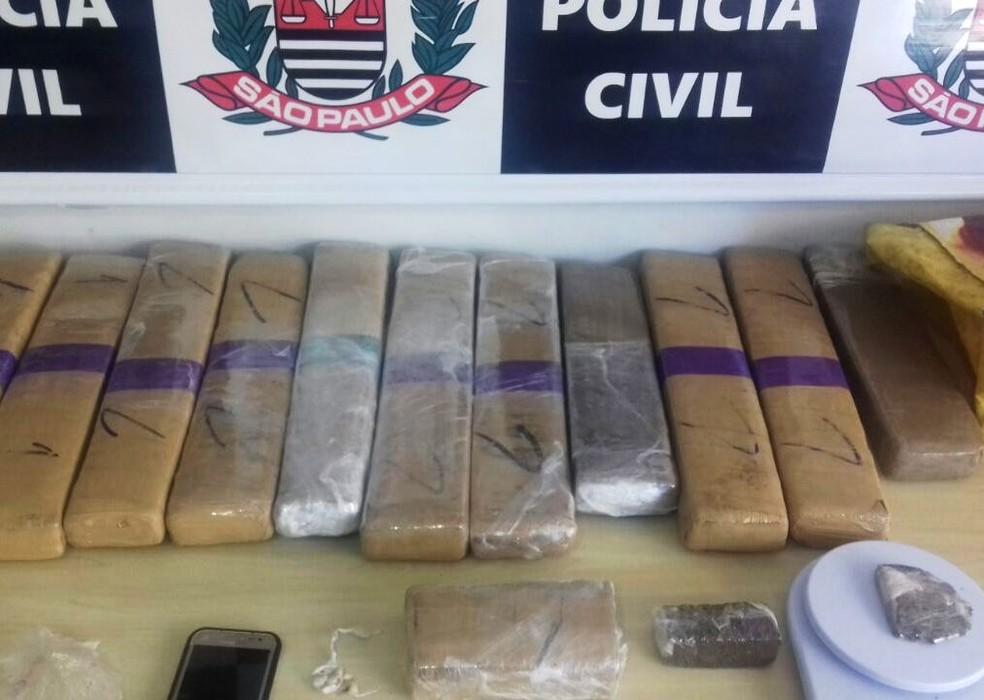 Homem foi preso com mais de 15 kg de drogas após investigação da Polícia Civil (Foto: G1 Santos)