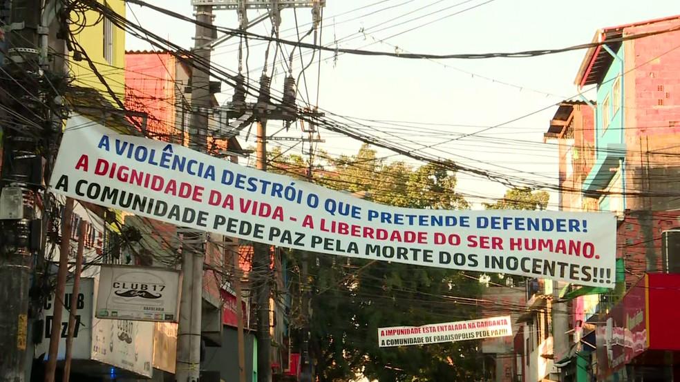 Faixa durante ato ecumênico em Paraisópolis pede fim da violência uma semana após mortes — Foto:  Reprodução