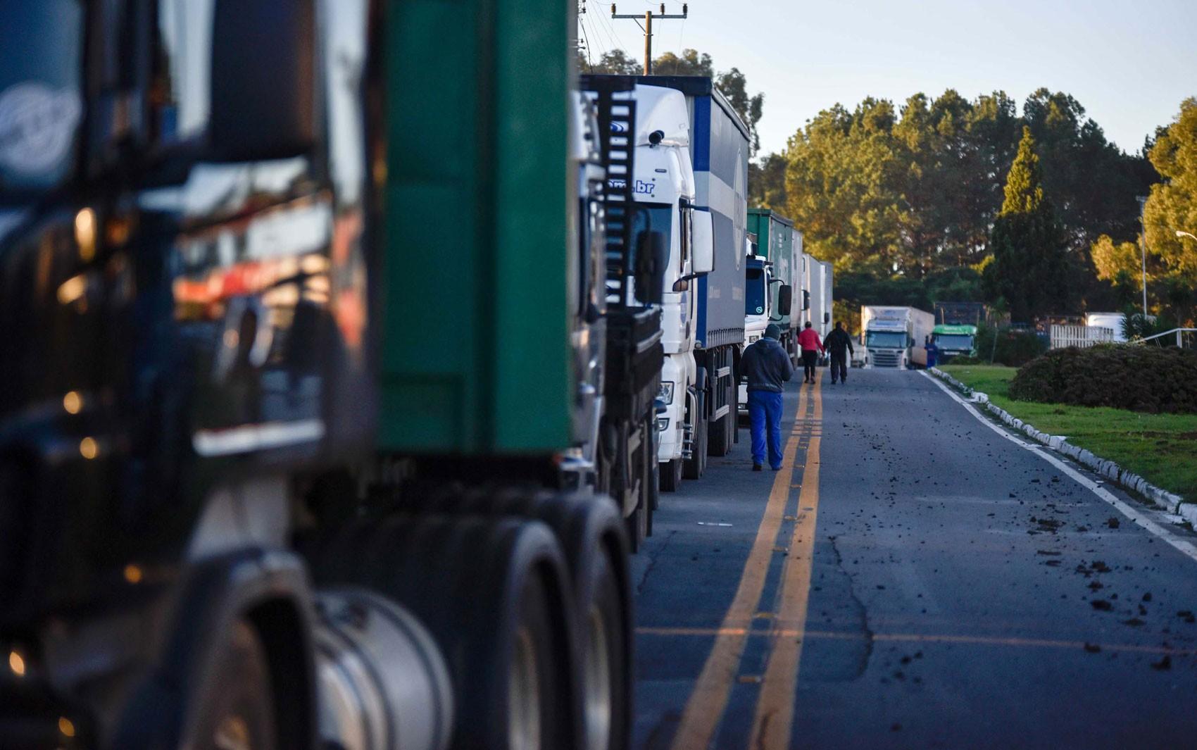 Caminhoneiros voltam a protestar em rodovias contra alta do diesel