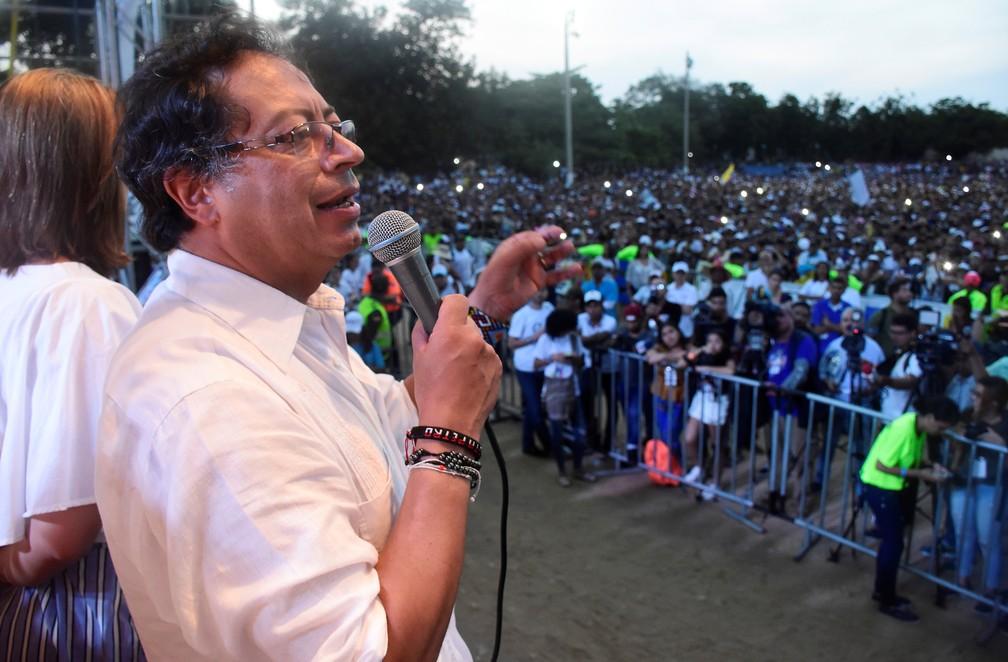 O candidato Gustavo Petro em campanha para as presidenciais em Barranquilla, na Colômbia (Foto: Jairo Cassiani/Reuters)