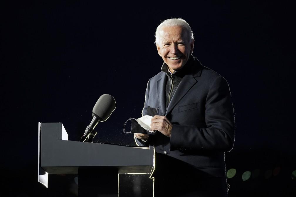 Joe Biden, candidato democrata à presidência dos EUA, durante evento em Pittsburgh no dia 2 de novembro — Foto: Andrew Harnik/AP
