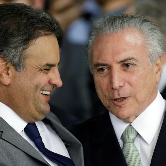 O senador Aécio Neves e o presidente Michel Temer.Eles se livram pelo desgaste da delação (Foto: Ueslei Marcelino/Reuters)