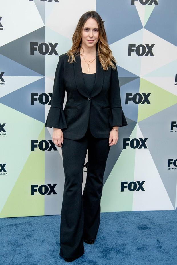 Jennifer Love Hewitt no red carpet da série 911 (Foto: Getty Images)