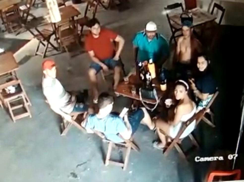 Crime ocorreu quando grupo estava na calçada de boate em Tianguá, no Ceará — Foto: Reprodução