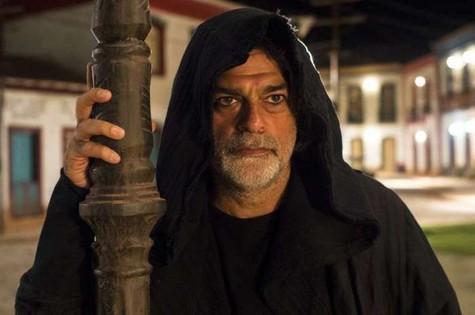 Após salvar a vida de Judith, León (Eduardo Moscovis) revelará a sua identidade humana para ela  (Foto: TV Globo)