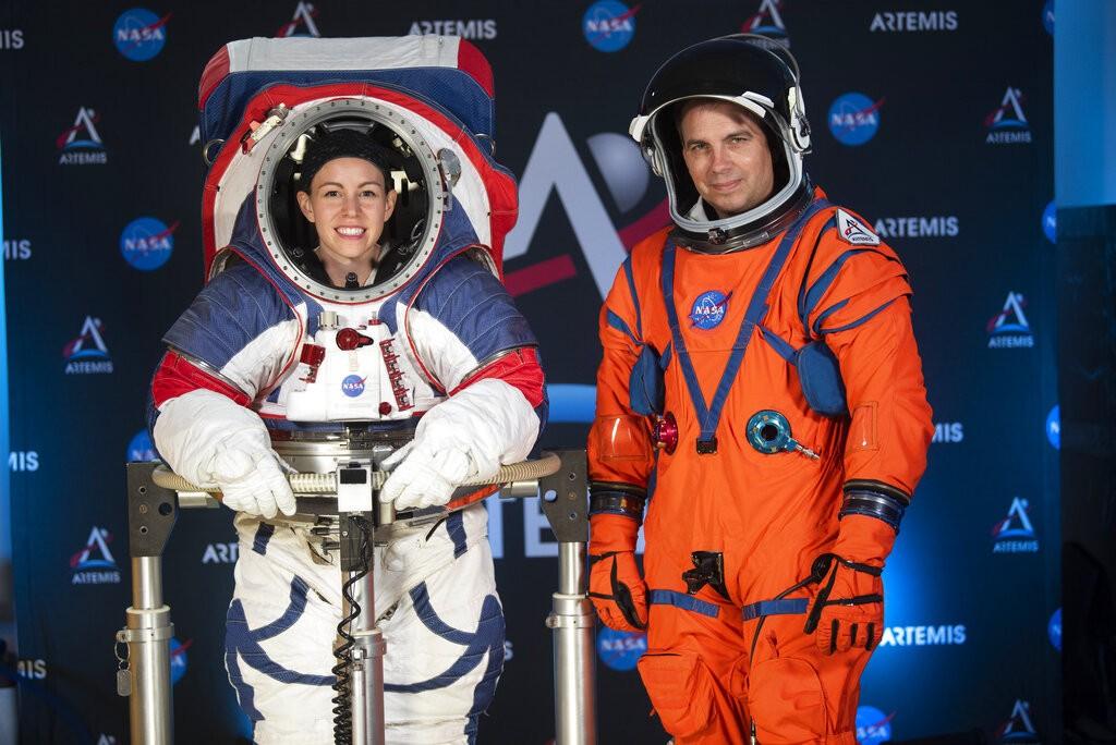 Nasa apresenta trajes espaciais mais flexíveis para próxima missão na Lua - Notícias - Plantão Diário