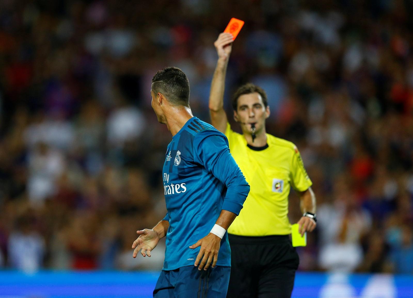 Cristiano Ronaldo reçoit un carton rouge au clásico