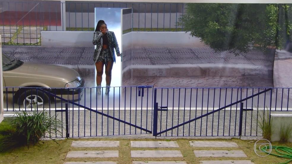 IZA se emociona com réplica de casa da infância no 'Visitando o Passado' — Foto: Globo