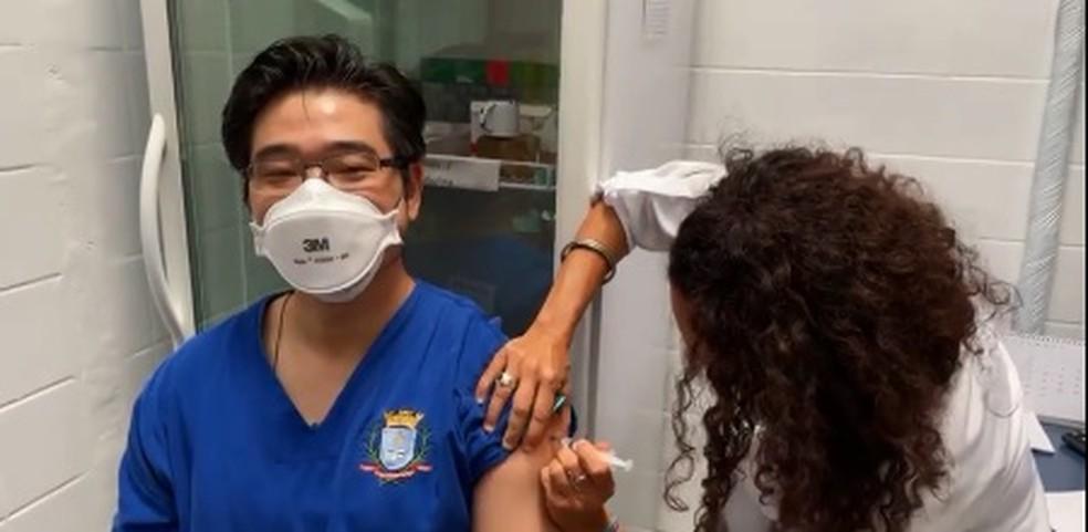Ilhabela também começou a imunização — Foto: Reprodução/PMI