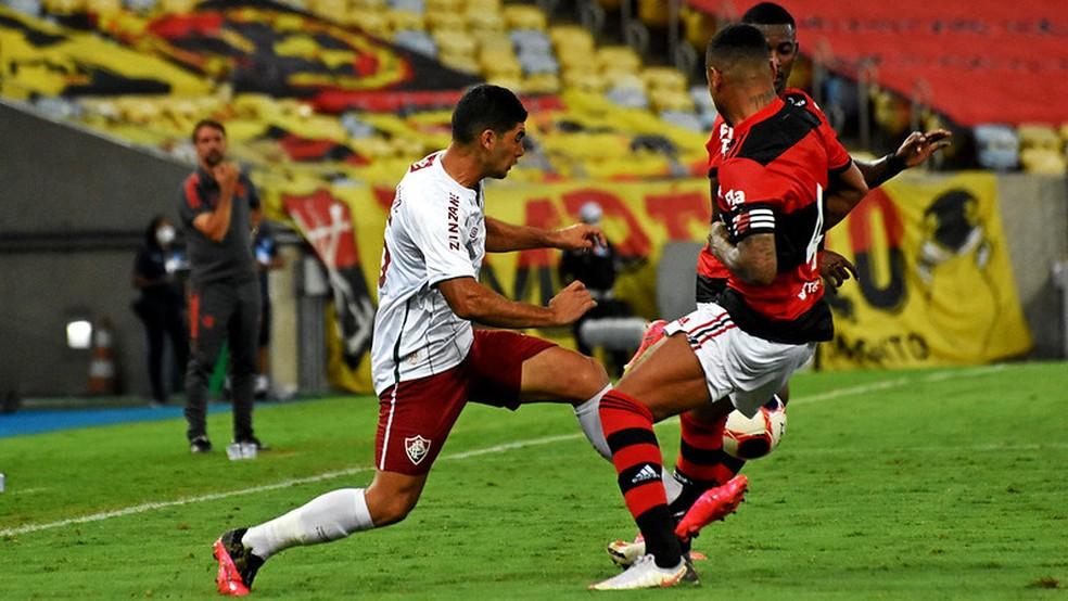 Michel Araújo ficou bem marcado e sumiu no clássico — Foto: Mailson Santana / Fluminense FC