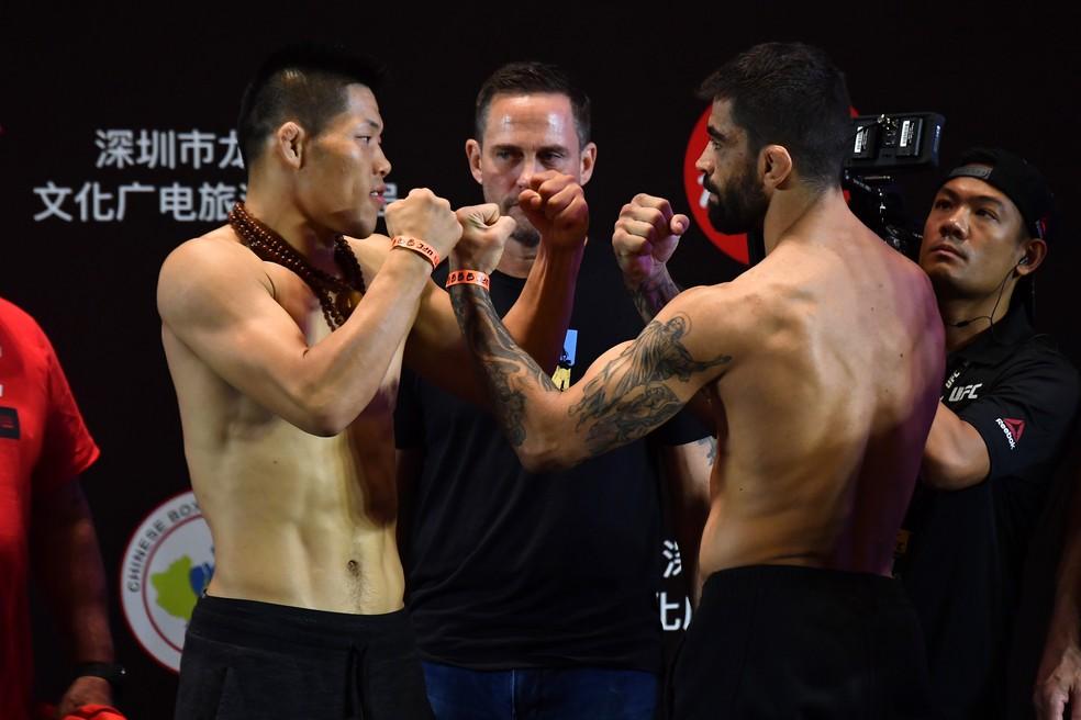 Li Jingliang Elizeu Capoeira pesagem UFC Shenzhen — Foto: Getty Images