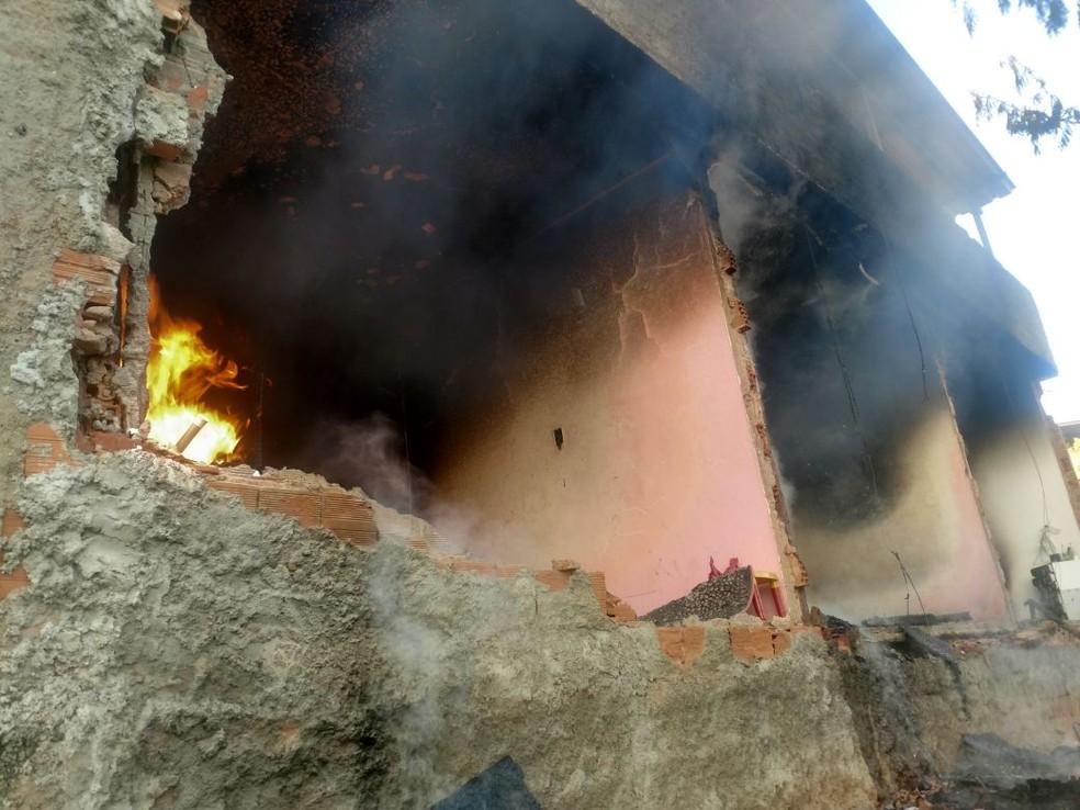 -  Casa ficou completamente queimada em Juiz de Fora  Foto: Corpo de Bombeiros/Divulgação