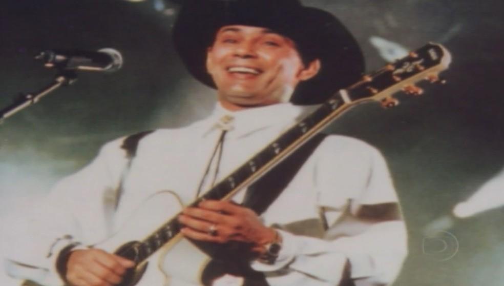 Leandro fazia a segunda voz na dupla com o irmão, mas cantava músicas solo e era destaque entre as segundas vozes do Brasil (Foto: Reprodução/TV Anhanguera)