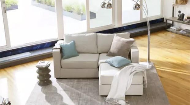 Sofa é feito com plástico de garrafa PET (Foto: Divulgação)