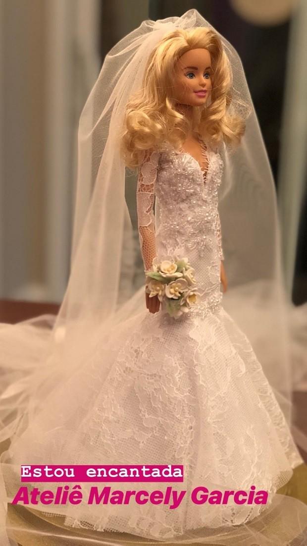 Ticiane ganha barbie com vestido de noiva  (Foto: Reprodução/Instagram)