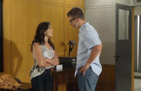 Na segunda-feira (24), Patrícia (Adriana Birolli) vai desmascarar Alexandre (Rodrigo Hilbert) Reprodução