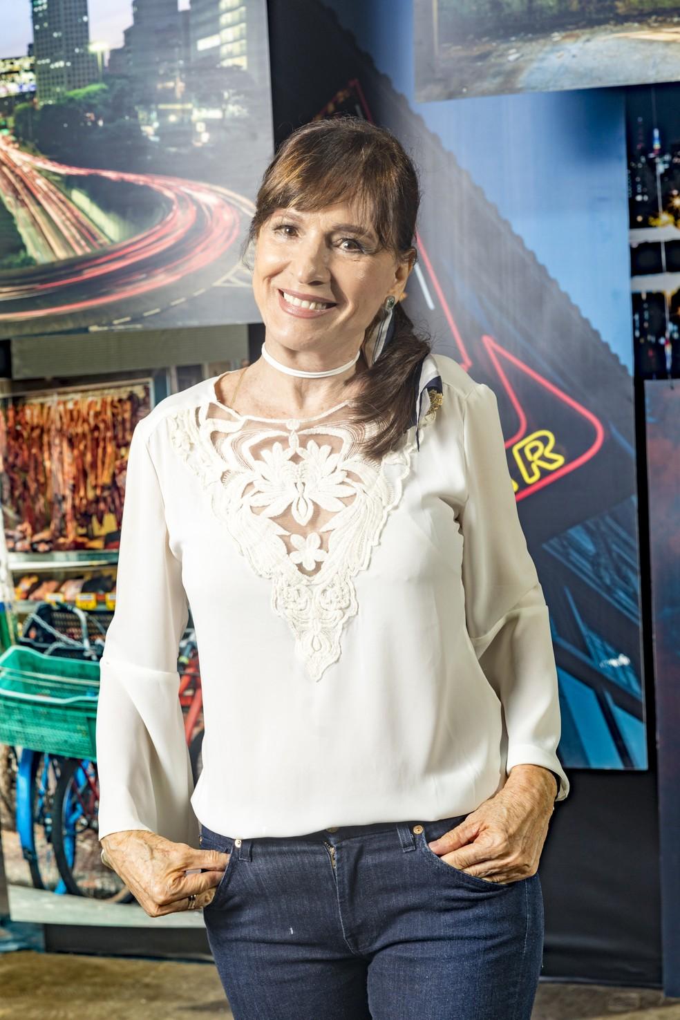 Em 'A Dona do Pedaço', Natália do Vale é Beatriz, casada com Otávio (José de Abreu) e mãe adotiva de Vivi (Paolla Oliveira) — Foto: TV Globo/João Miguel Jr.