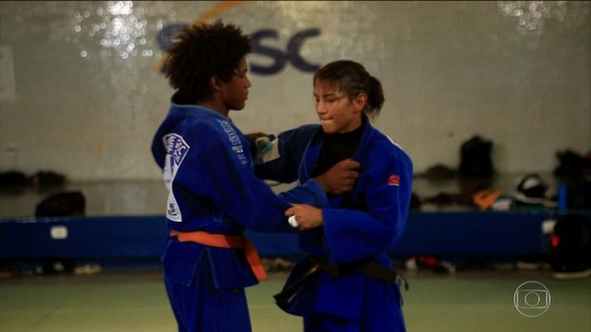 Atleta do Fla, campeã olímpica mobiliza web para reformar casa de judoca; assista