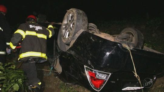 Homem morre após perder controle do carro e cair de ribanceira de 40 metros em Juruaia, MG