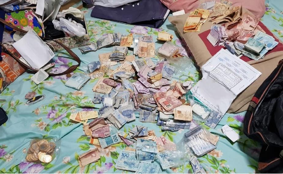 Dois funcionários de empresa transportadora de valores são presos após troca de dinheiro verdadeiro por cédulas falsas