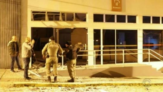 Agência bancária é atacada com uso de explosivos em Dom Feliciano