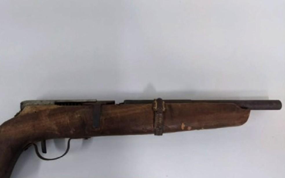 Arma artesanal que adolescente atingiu irmã no oeste da Bahia — Foto: Reprodução/TV Bahia