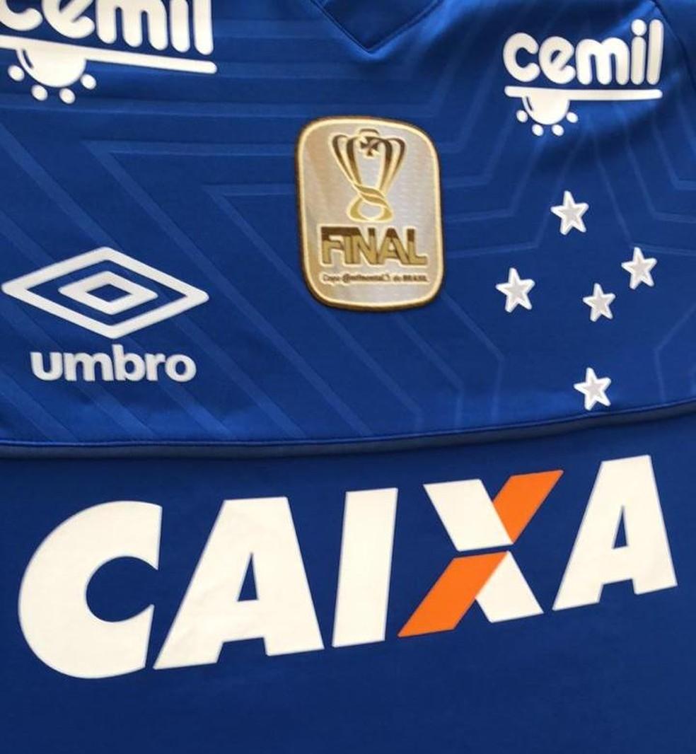 Detalhe da camisa do Cruzeiro na final da Copa do Brasil — Foto: GloboEsporte.com