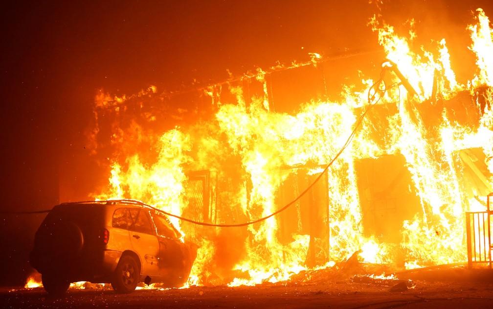 Estrutura destruída pelo incêndio Camp Fire é vista em Paradise, na Califórnia, na quinta-feira (8) — Foto: Reuters/Stephen Lam