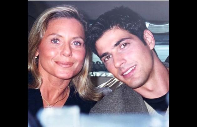 Em uma imagem a atriz posa ao lado de Reynaldo Gianecchini (Foto: Reprodução/Instagram)