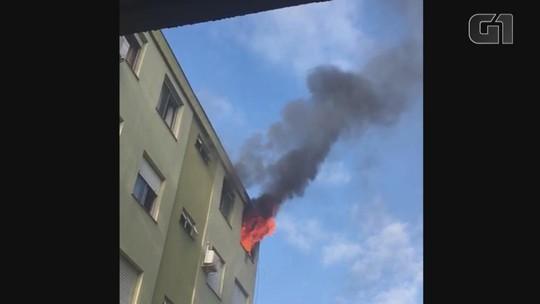 Mulher é resgatada de apartamento durante incêndio na Zona Leste de Porto Alegre