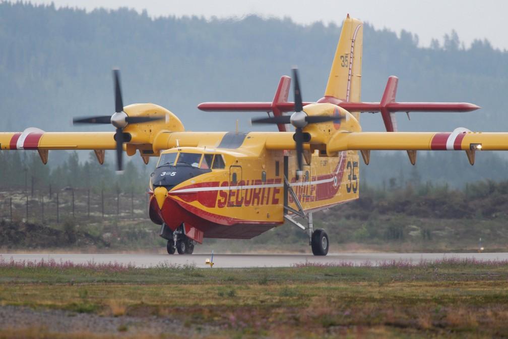 Aviões franceses chegaram para ajudar no combate a chamas na Suécia (Foto: Mats Andersson/TT News Agency/via Reuters)