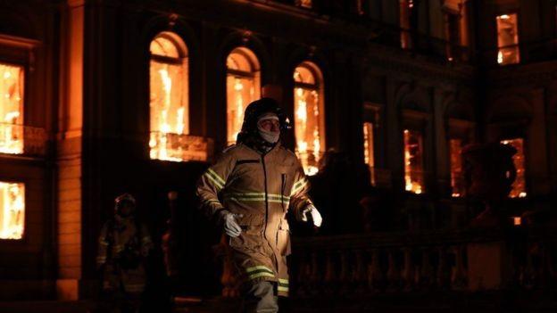 Museu Nacional, no Rio, pegou fogo no início de setembro (Foto: EPA/via BBC News)