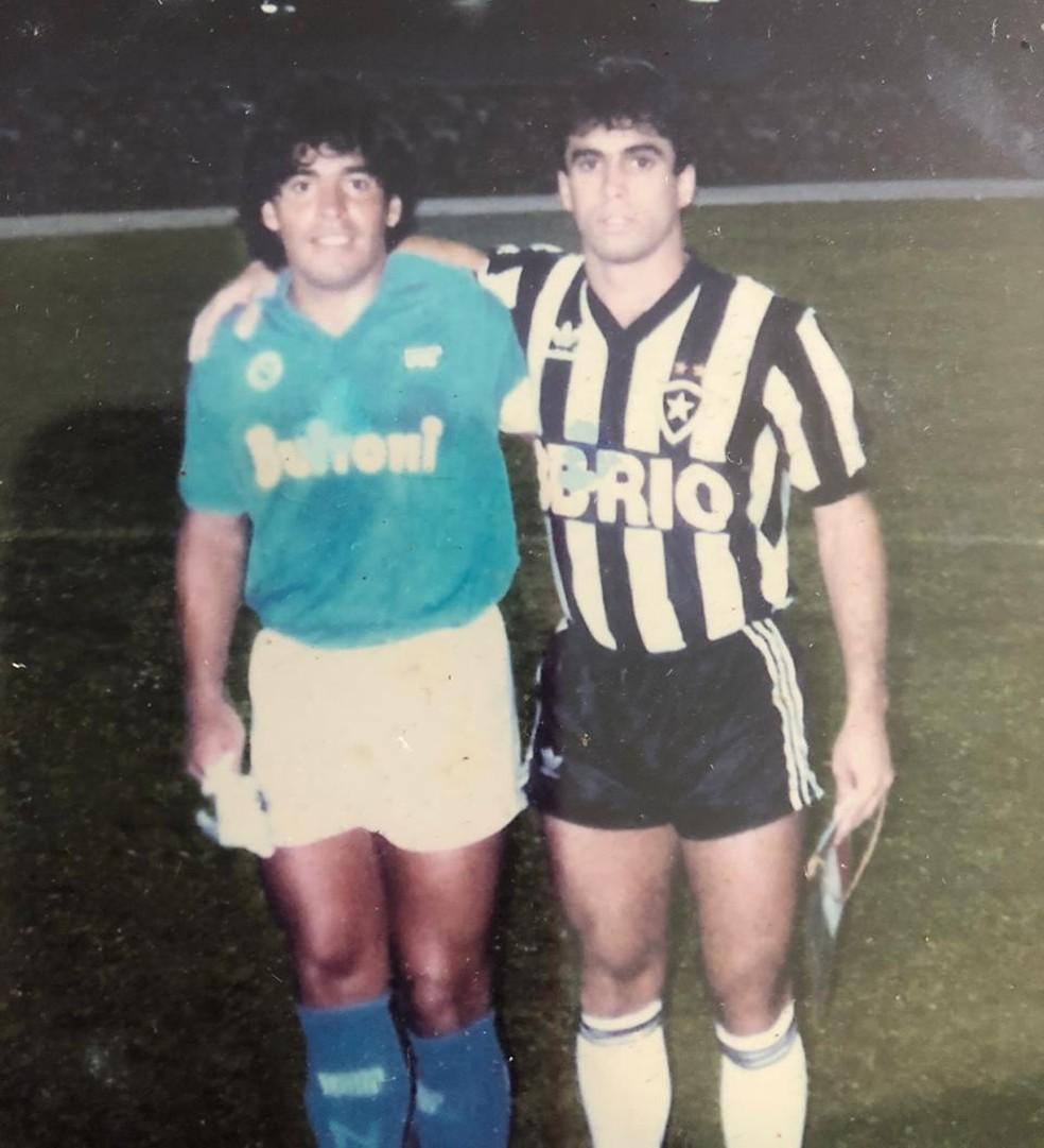 Maradona e Luisinho em Napoli 1x0 Botafogo — Foto: Arquivo Pessoal