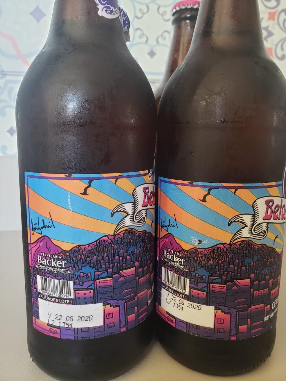 Lote L2 1354, da cerveja Belorizontina, é analisado pela Polícia Civil. — Foto: Flávia Lages/ TV Globo