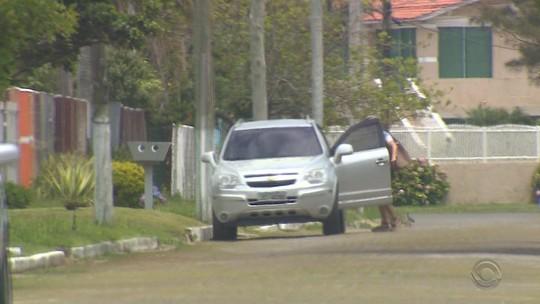 Esposa de policial é flagrada utilizando carro da delegacia de Tramandaí