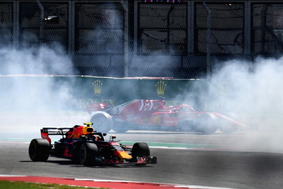Em Austin, Vettel rodou após toque com Ricciardo na primeira volta — Foto: Getty Images