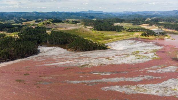 Técnica usada para elevar barragens da Vale em Itabira é considerada mais segura (Foto: ESDRAS VINICIUS/BBC)