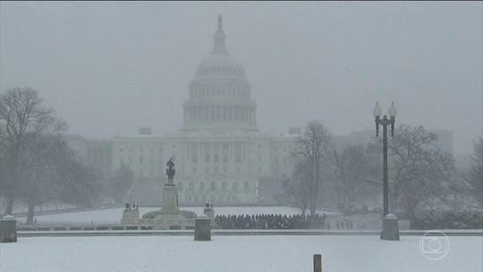 Tempestade de neve atinge o Meio-Oeste e a Costa Leste dos Estados Unidos