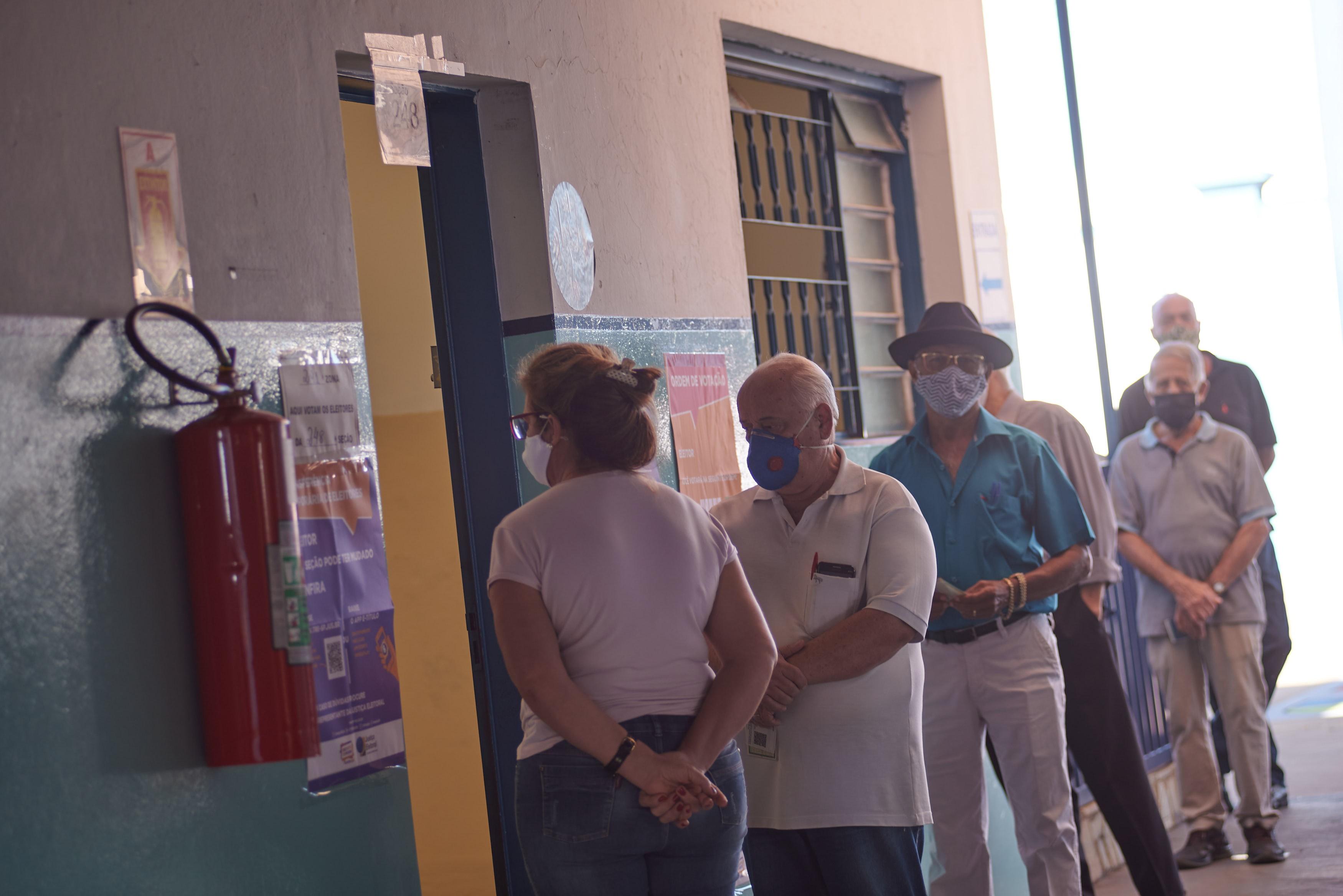 Alexandre Ferreira e Flávia Lancha dizem o que querem fazer pelos idosos em Franca, SP