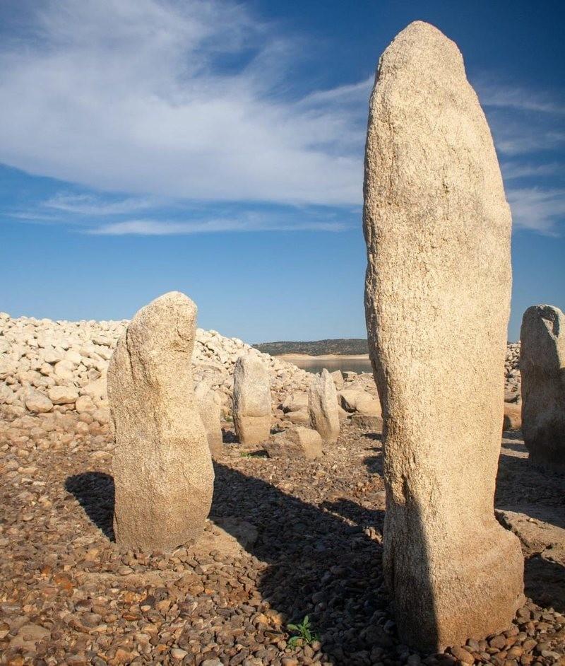Seca na Espanha revela monumento megalítico de 5.000 anos (Foto: Ruben Ortega Martin)