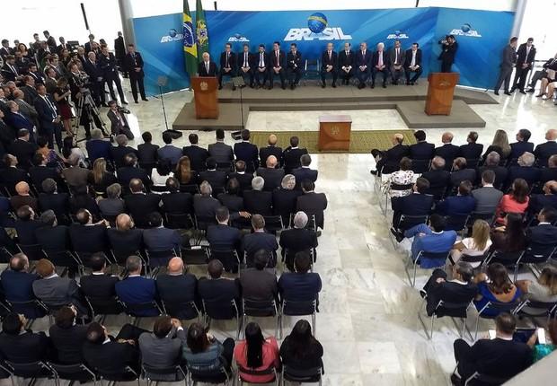 Novos ministros tomam posse na nova equipe de Temer nesta terça