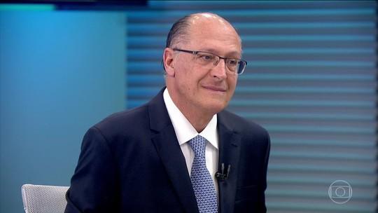 Alckmin diz que 'quem ganhar subirá a rampa em dia de chuva com lata d'água na cabeça'