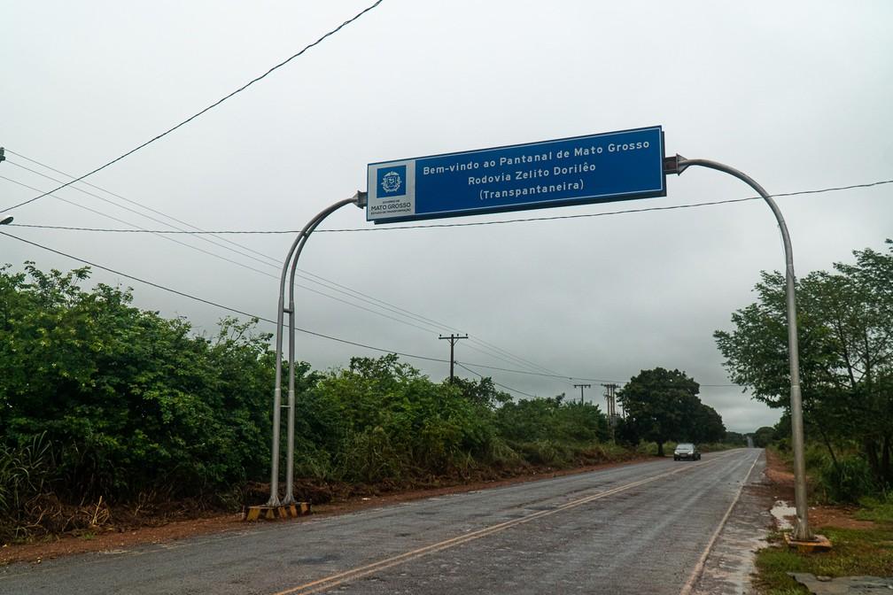 Início da Rodovia Zelito Dorilêo, conhecida como Estrada Transpantaneira — Foto: Eduardo Palacio/G1
