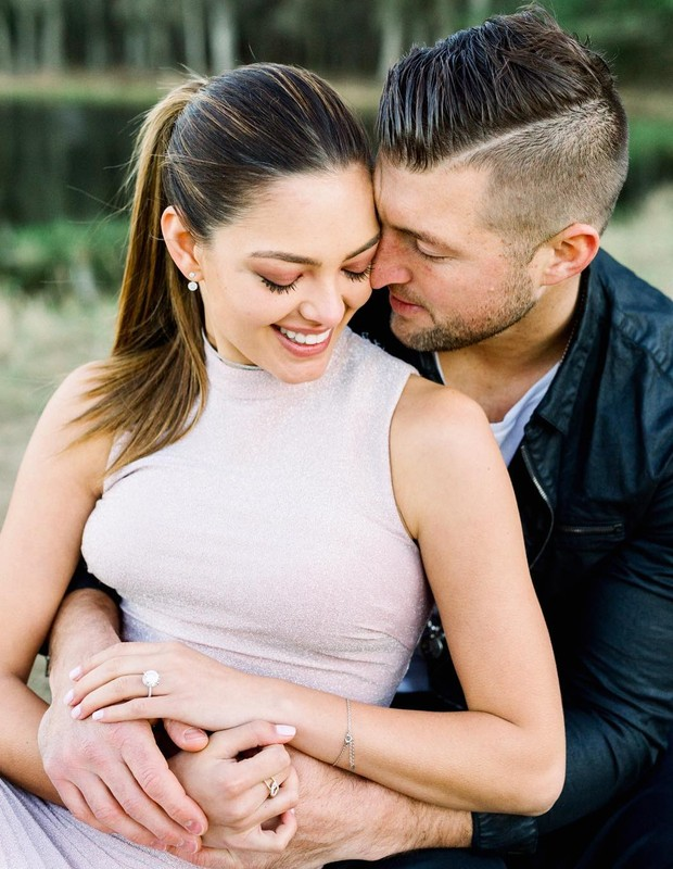 Demi-Leigh Nel-Peters e Tim Tebow ficam noivos (Foto: Kelly Braman)